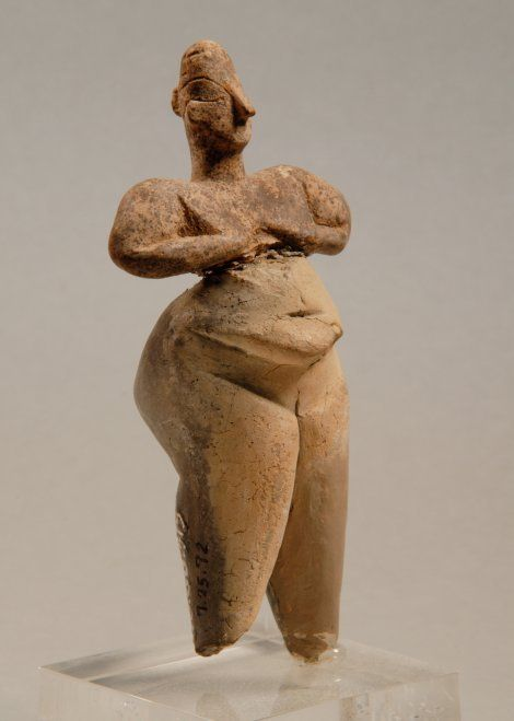 Women with outstanding corpulence are often among the figurines of Neolithic artists - like here at this figure (6500 -. 6000 BC.), Probably from Hacılar.