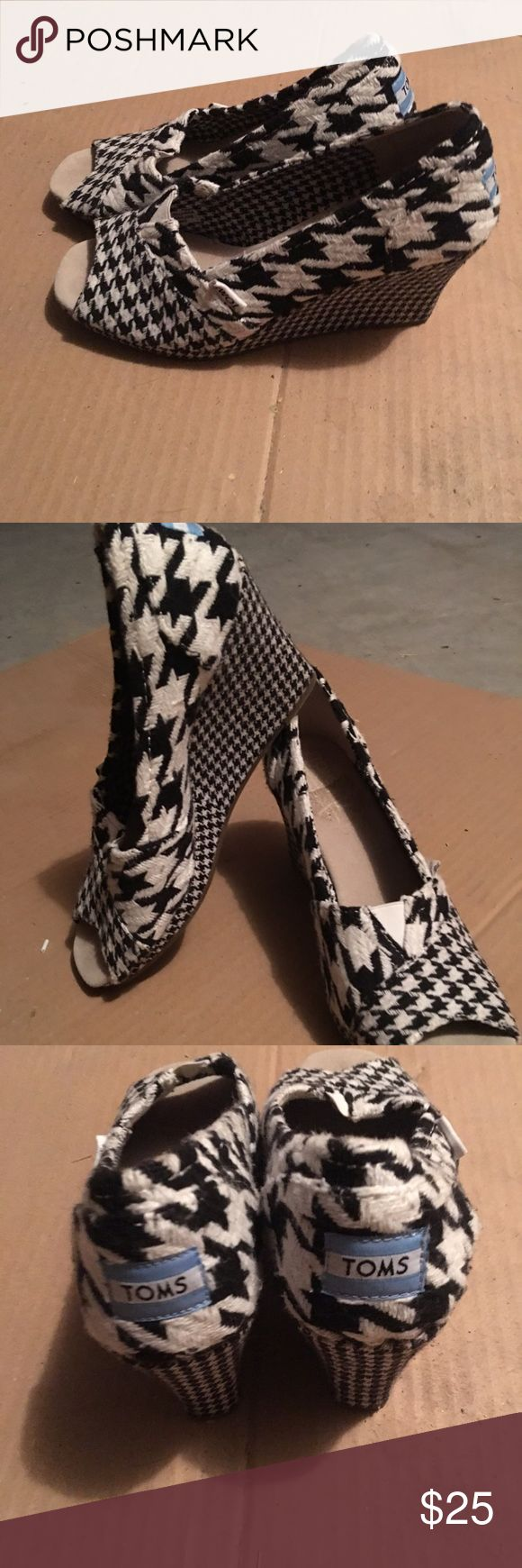 TOM wedges A beautiful black and white pattern tom wedge. Super comfortable, have only been worn once 🤗 TOMS Shoes Wedges