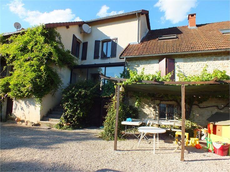 Magnifique maison en pierre à vendre chez Capifrance à Sombernon.     > 250 m², 8 pièces dont 5 chambres et un terrain de 2700 m².     Plus d'infos > François Maillet, conseiller immobilier Capifrance.