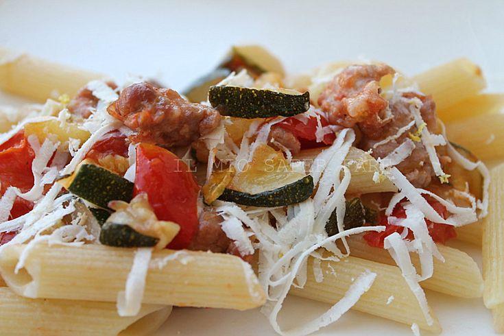 Pasta zucchine salsiccia e pomodorini