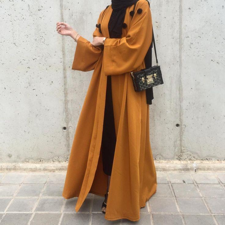 "1,374 Likes, 10 Comments - Saris HH (@saris_hh) on Instagram: ""Dress @beyankifashion  Bag @guess  Shoes @bershkacollection ⭐️ #hijabfashion"""