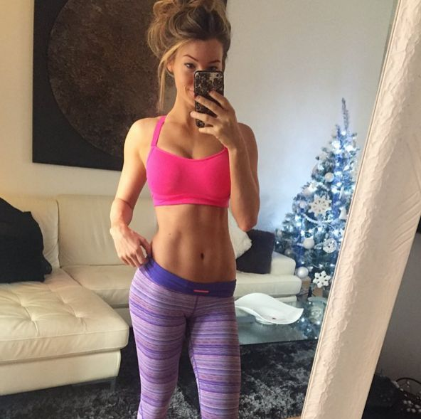 """Instagram Star Anna Victoria Posts A Pic Of Her """"Stomach Rolls"""" To Encourage Self Love"""