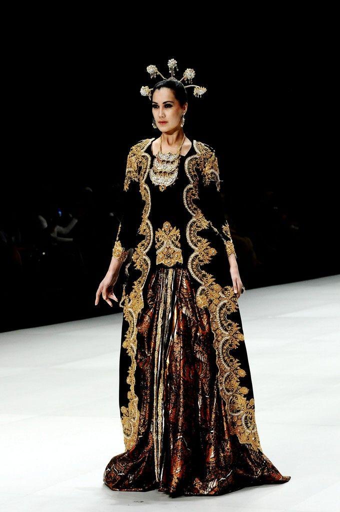 http://www4.pictures.zimbio.com/gi/Indonesia+Fashion+Week+2014+a3Nv2ZGQbYyx.jpg