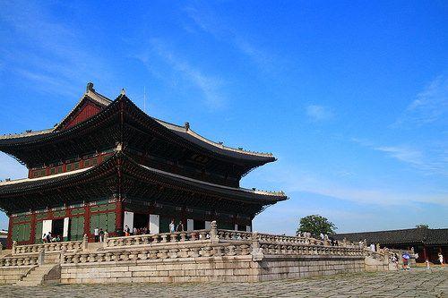 one side of Gwanghwamun Palace
