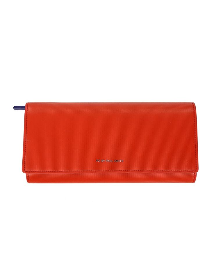 In a bold red tone, this vibrant Tri-fold purse from Paul Smith is designed with plenty of compartments and slots to keep your essentials well organised. Crafted from premium Saffiano leather, this purse will add more colour to your summer accessory collection and will be a great addition to your handbag.