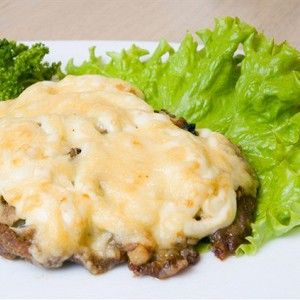 Мясо по-французски с сыром