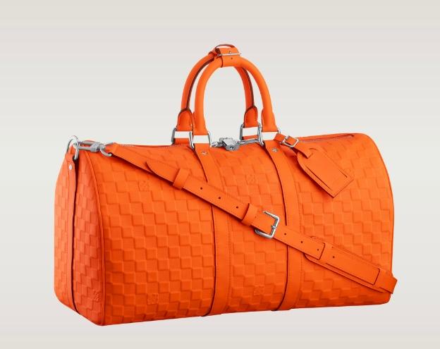 d7511dc8c El equipaje de mano más chic Louis Vuitton renueva su mítica bolsa de viaje  Kepall. Esta temporada, el complemento del hombre viajero se tiñe de  llamativos ...