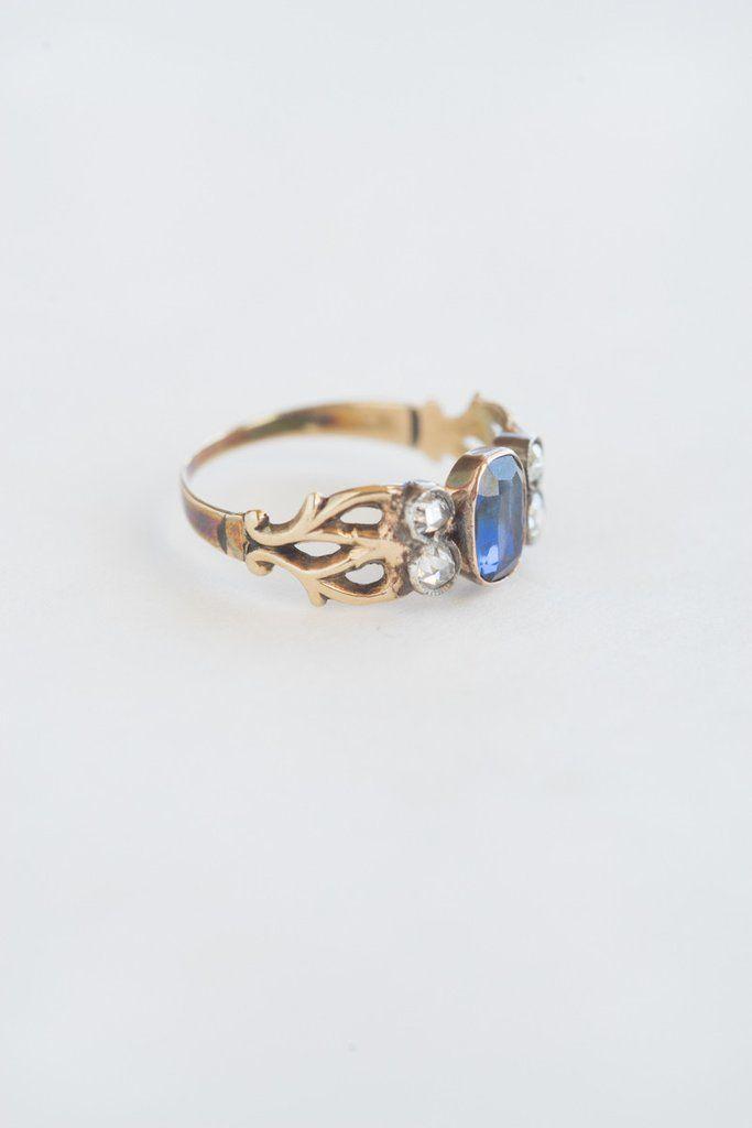 Antique Arts & Crafts Diamond and Sapphire Ring | QUITOKEETO