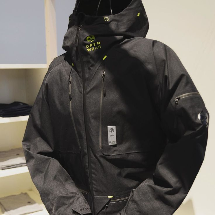 The Open Wear powder jacket. 3-layer made of eco-friendly materials with a Sympatex membrane for optimal breathability and 100% weather protection. #ispo #gear #powder #ski #snowboard #mountain #freeride #openwear