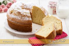 Ciambellone della nonna alto e sofficissimo, un dolce con ingredienti semplici e genuino. Ricetta facile e veloce, senza burro per la colazione e la merenda