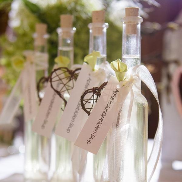 Gastgeschenke zur Hochzeit - Fläschchen mit Sirup gefüllt