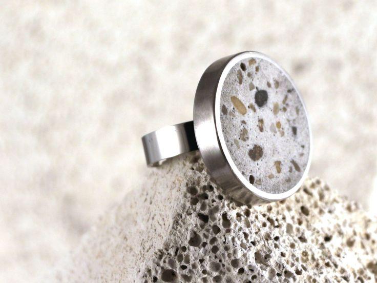 Fehér beton gyűrű
