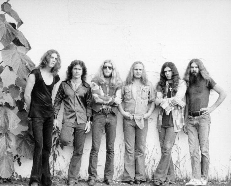 1975: Lynyrd Skynyrd (L-R Allen Collins, Billy Powell, Leon Wilkeson, Ronnie Van Vandt, Gary Rossington and Artimus Pyle pose for a portrait circa 1975.