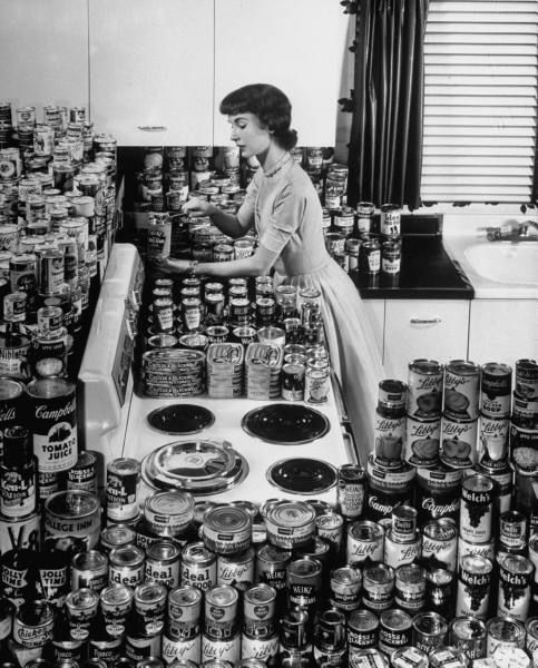 A good wife is prepared. : Vintage Woman, Extreme Coupon I, Http Extremecouponingusa Net, Vintage Extreme, Vintage Photography, Kitchens Food, Coupon 1950S, Modern Kitchens, Bombs Shelters