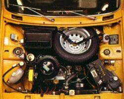 Fiat 128 engine bay