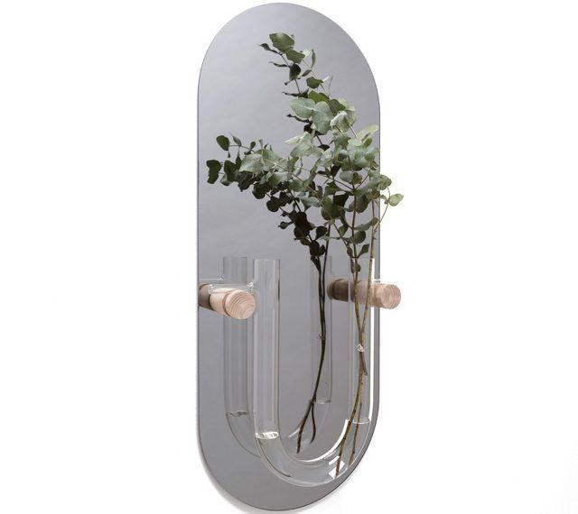 Minimal wall vase by Van Tjalle en Jasper, an Amsterdam based design studio.