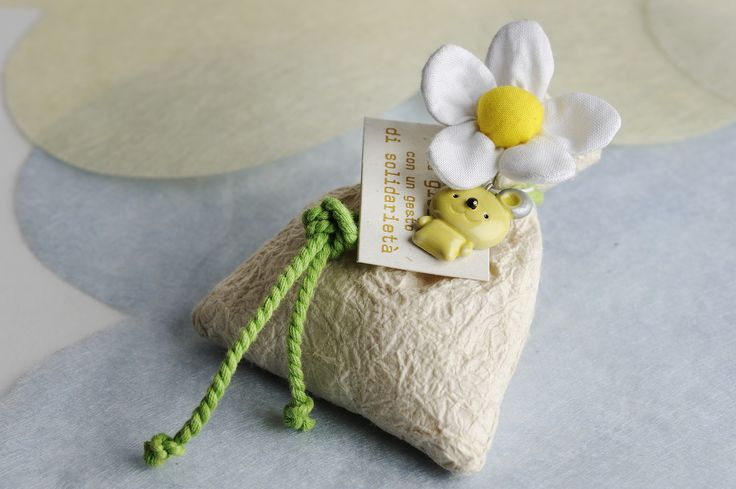 sacchetto in carta artigianale con orsetto in ceramica