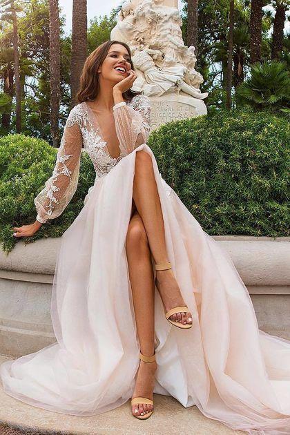 2019 Vestidos de boda profunda de V una línea de tul con la flor y los granos hechos a mano US$ 299.00 VEPD96ELK8