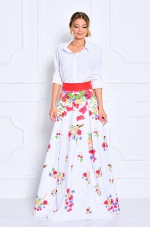 Jedinečná maxi sukňa s potlačou kvetín, ovocia a vtákov. V zadnej časti s možnosťou rozopnutia na zips. Vhodná na spoločenské udalosti, bežné nosenie.