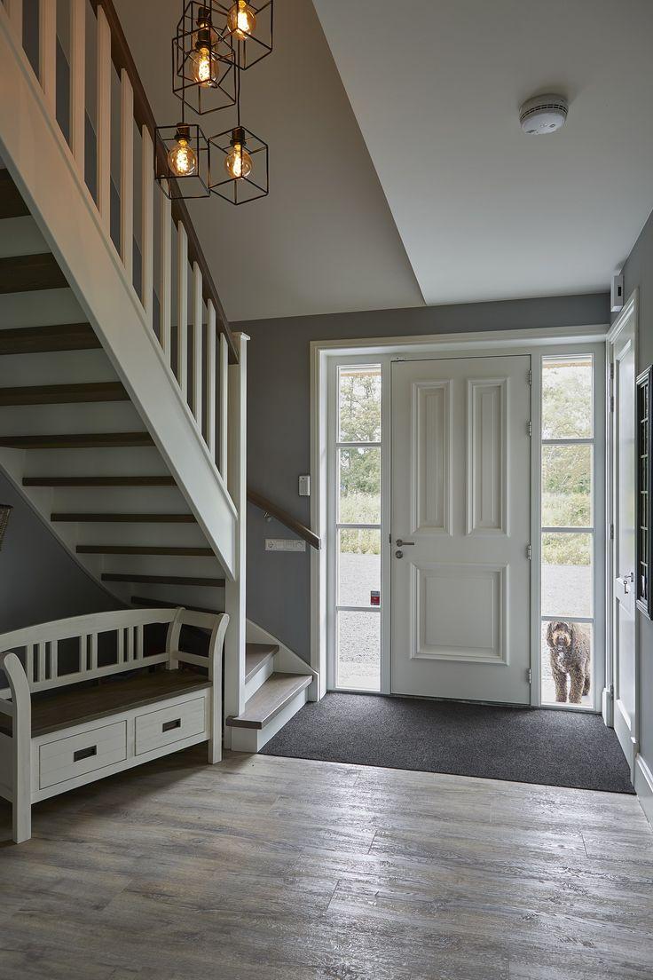 25 beste idee n over witte trap op pinterest trappen witte hal en gangen - Entreehal met trap ...