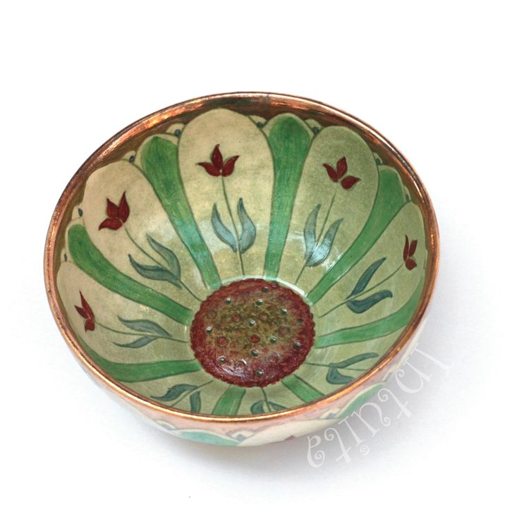 This item is an exclusive, handmade, kiwi coloured ceramic bowl with high detailed finishing. Its colourful etched surface is decorated with gold glaze.   16 500 HUF