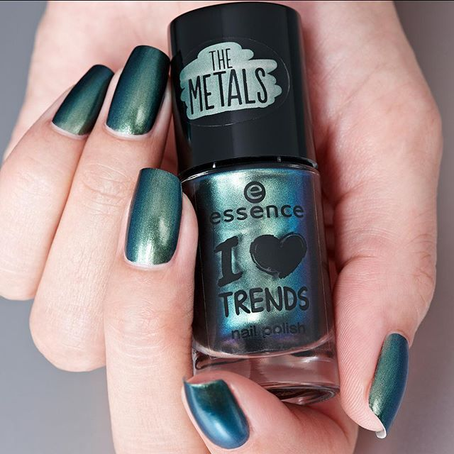 """the i love trends """"25 born to be wild"""" shines like liquid metal on your nails heart #essence #essencecosmetics #essencelove #loveatfirsttry #nailsonfleek #nailstagram #nailsoftheday #notd #nailswag #nailpolish #instanails #nails2inspire #thenailartstory #nailartoohlala #metallicnails #ilovetrends #essencenailpolish #greenmetallic #manimonday #amazing #liquidmetal #borntobewild - See more at: http://iconosquare.com/viewer.php#/detail/1074007209680622433_184828635"""