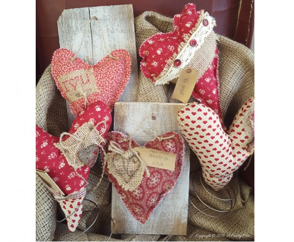 Tutorial: Primitive fabric hearts in bed spring stands