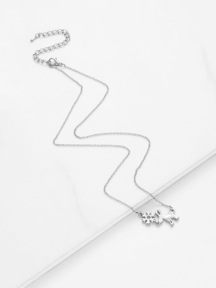 No Stone. Silver colored metal. Pendant Necklaces Animal design. Designed in Silver.
