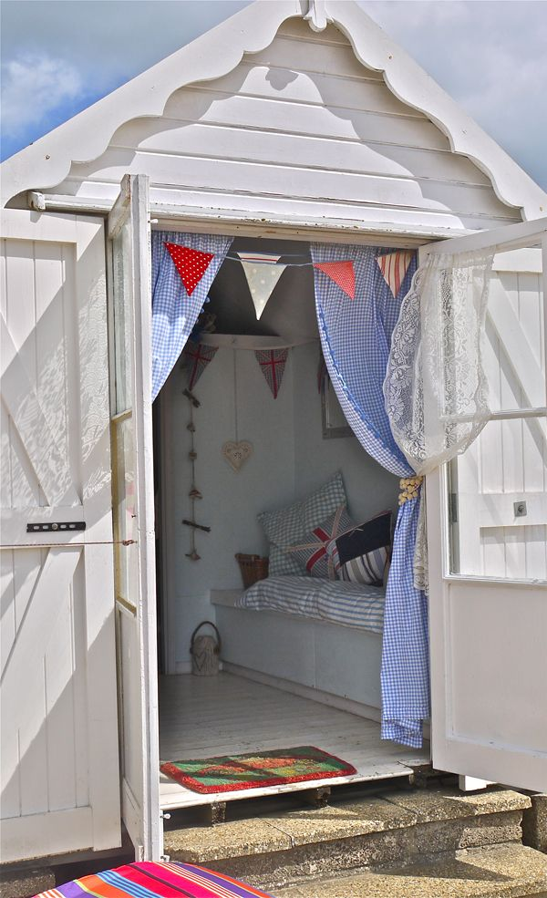 84 best beach hut interiors images on pinterest beach for Beach hut designs