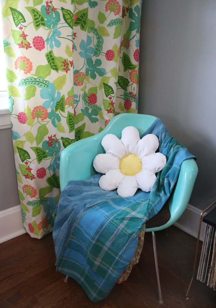 This DIY flower pillow tutorial from @abeautifulmess_  will be sure to brighten your day! Click in to learn how to make this fun design perfect for a bed, couch, or chair. Finish by styling with a fun throw.