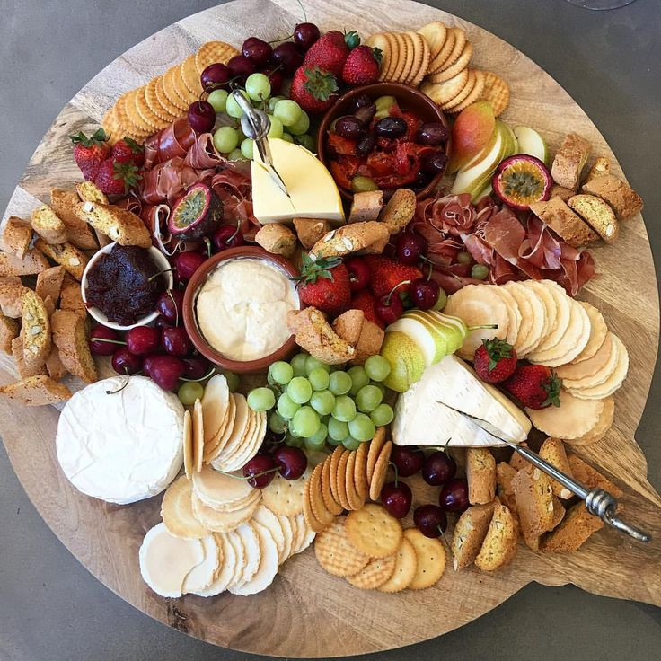 Last platter for the year for the beautiful girls at @styleandgrace.geelong || Merry Christmas may your champagne be cold & your platters on point || ✨#geelongcatering #plattergoals #plattersgeelong
