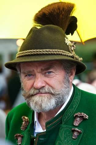 A man in trandtional Bavarian clothing, including a hat with Gamsbart. Pic: _dChris
