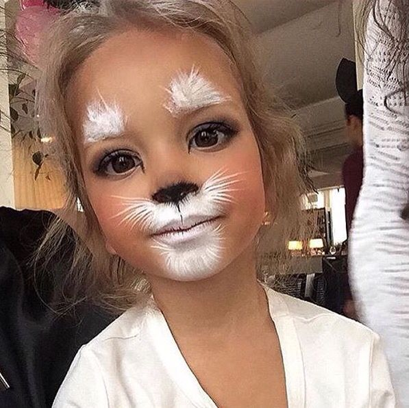 Just when you think you've seen all the cute ways to do cat make-up, along comes another one!