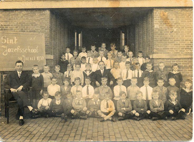 Klassefoto Sint Jozefschool Pastoor van Leeuwenstraat 35 Helmond