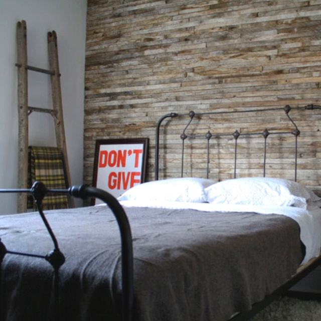 Reclaimed Wood Accent Wall   Combine That With The Iron Bed And It Gives  Off That Rustic Vibe.
