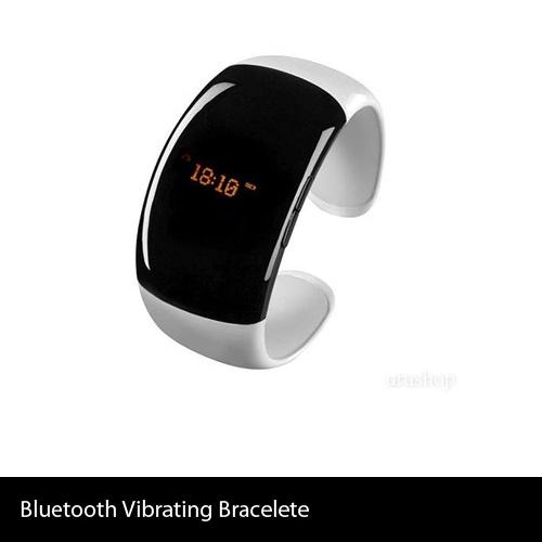 Bluetooth Vibrating Bracelete  Esta pulsera ofrece características interesantes, funciona como un dispositivo v Bluetooth que vibra al recibir llamadas. Cuenta con pantalla LED TIME y con identificador de llamadas, que permite ver el número de teléfono de la persona que llama, en lugar de tener que buscar el teléfono móvil en el bolso. Ofrece la versión Bluetooth 2.1