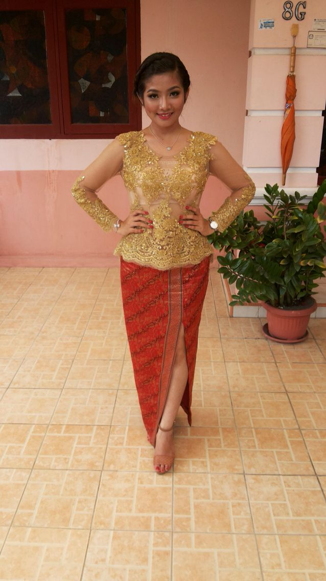 Kebaya set for graduation  #kebaya #gold #lace #brokat #tile #beads #sequin #red #batik #madebyorder