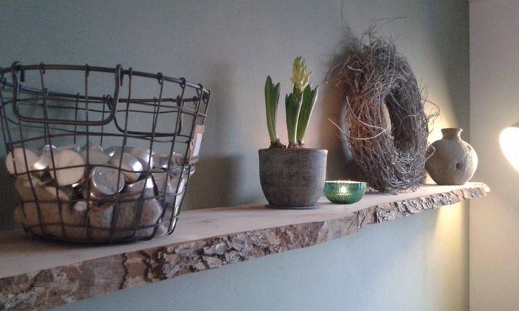 Decoratieve en functionele plank van een Nederlandse Boomhazelaar.