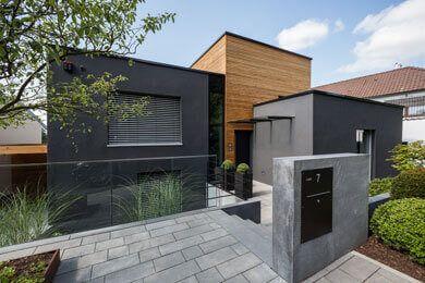 Offen, modern und innovativ: Kompromißloser Umbau eines 50 Jahre alten Altbau-Hauses
