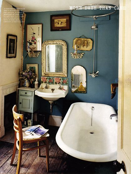 lovely wall color & my dream bathtub: Bathroom Design, Wall Colors, Tubs, Wall Colour, Small Bathroom, Vintage Bathroom, Blue Wall, Bathroom Ideas, Blue Bathroom