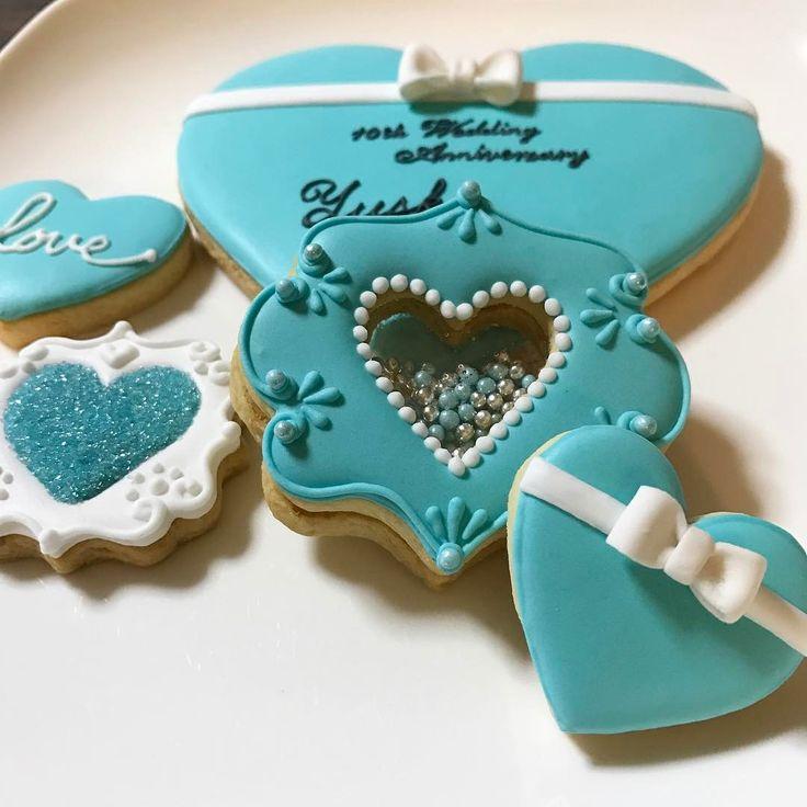 お友達からのオーダー❤️ 結婚10周年おめでとう㊗️❤️ ◦ #アイシング#アイシングクッキー #クッキー#お菓子#手作り#ハンドメイド#結婚#記念日#結婚記念日#結婚10周年 #おめでとう#ティファニーブルー#ハート#シャカシャカクッキー #icing#icingcookies #cute #customcookies #decoration #food #happy #wedding #handmade #love#sugar #sweets #sugarcookies #heart #anniversary #tiffanyblue