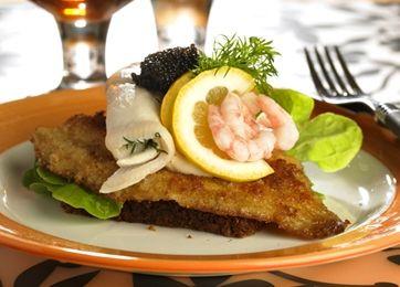 Klassisk smørrebrød med fiskefilet
