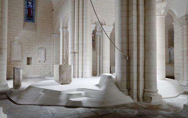L'autel de l'église Saint-Hilaire à Melle (Deux-Sèvres) FLODEAU Mathieu Lehanneur Eglise St Hilaire à Melle 03