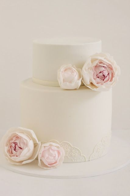 love this cream peony wedding cake- with eyelet lace piping!