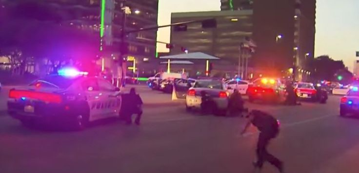 Dallas police are angry now that it's been confirmed that top police leaders ordered cops to leave protective gear off before they were targeted by a murderer who killed 7 police officers. Wa…