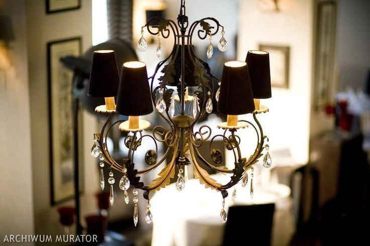 Kryształowe lampy - modne czy nie? 8 zdjęć efektownych kryształowych żyrandoli
