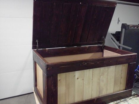 Traditional toy box