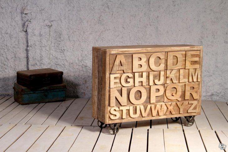 REA: Byrå med lådor formade som bokstäver