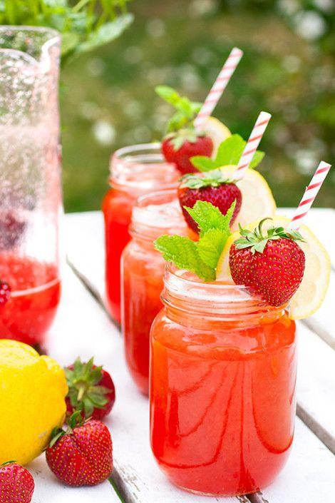 Sommardrink med rostade jordgubbar, mynta & citron
