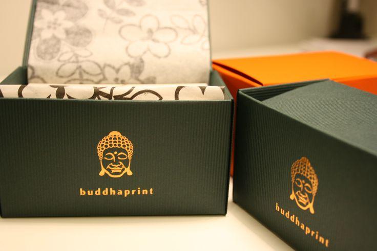Exkluzív névjegykártyáink Buddha design dobozban. Te is örülnél neki? :) http://www.buddhaprint.hu/te_is_orulnel_neki.php #businesscard #businesscarddesign #businesscardbox